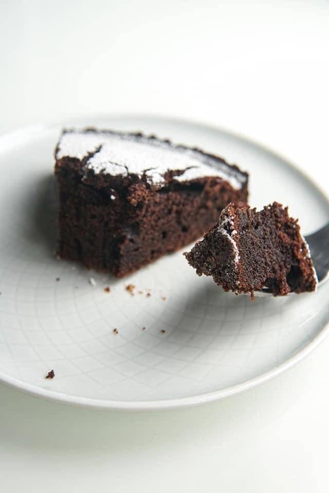 Torta all'acqua al cioccolato, senza lattosio, solo 120 calorie!