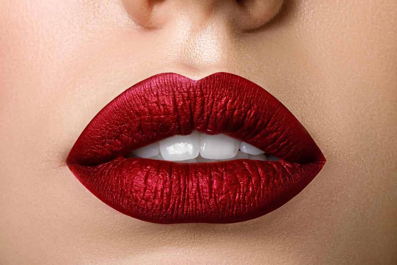 rossetti a lunga tenuta come preparare le labbra e come struccarle