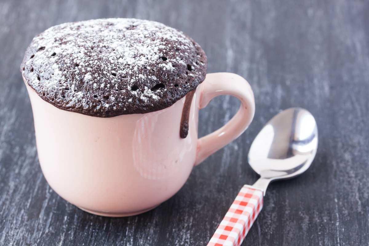 Torta in tazza cioccolatosa, solo 180 calorie, velocissima!