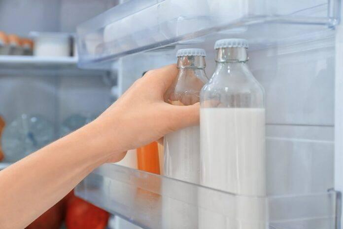 Latte nella porta del frigo? Ecco perché non dovresti tenerlo lì!