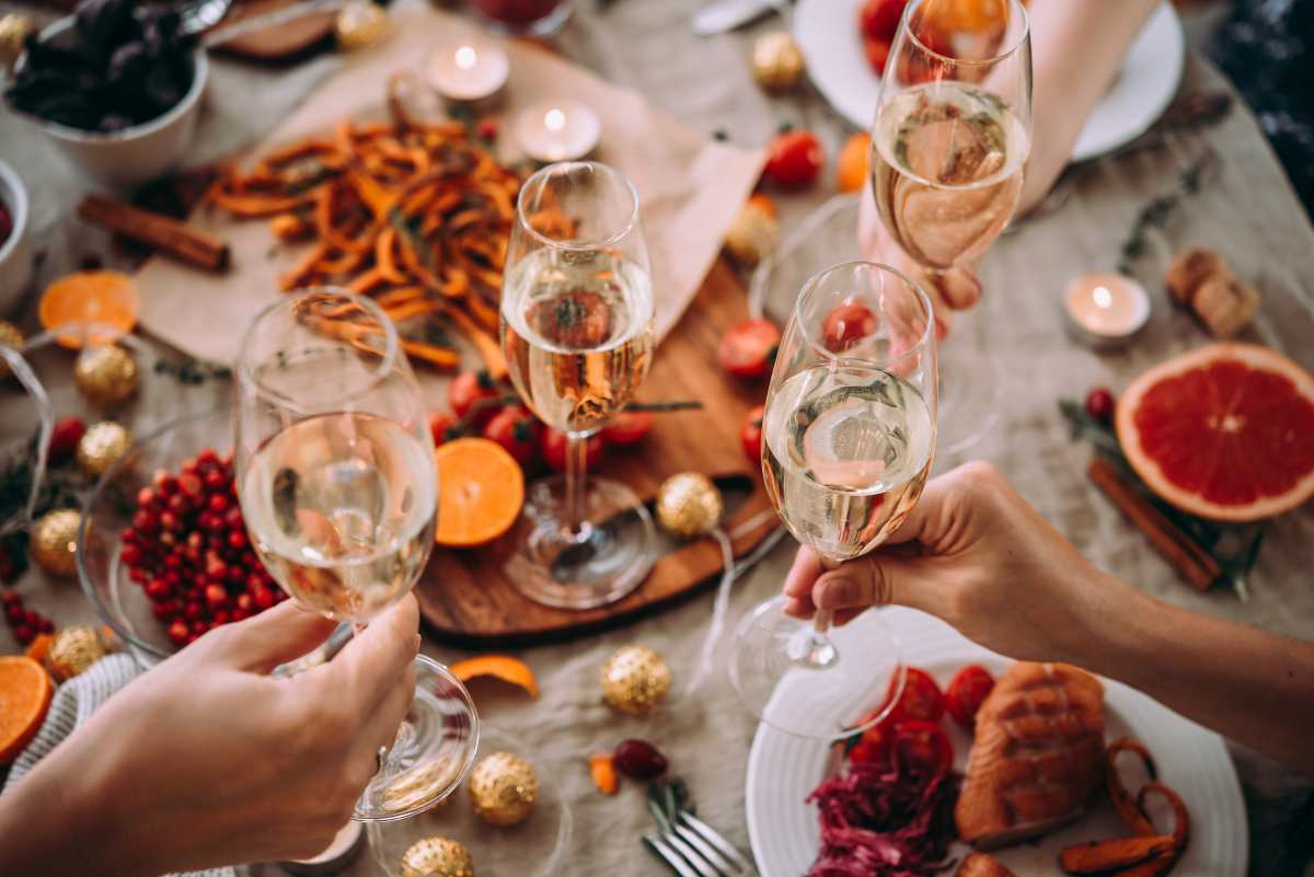 Se sei alla ricerca di qualche menù per la vigilia di Natale 2020, sei nel posto giusto! Ti suggeriremo oggi diversi menù da poter sperimentare per questa speciale festività.
