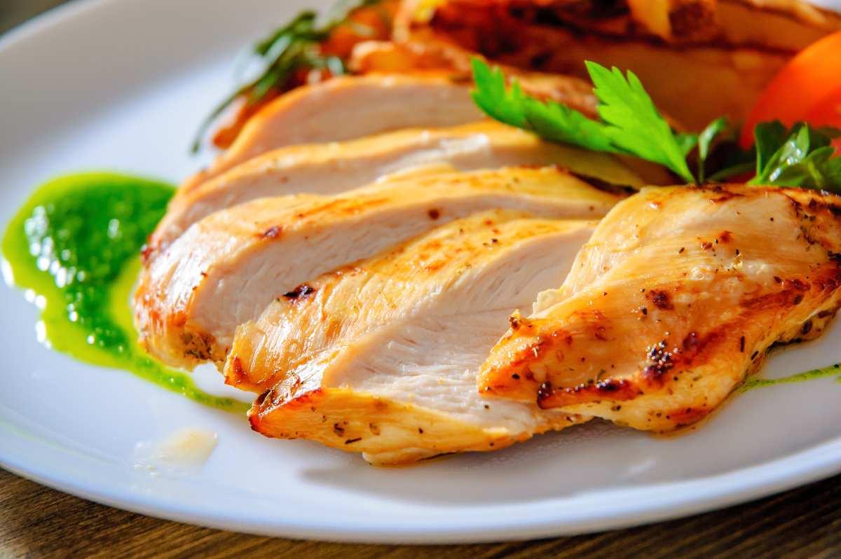 Come cucinare il petto di pollo morbido e non asciutto!