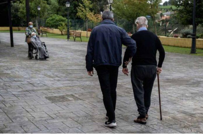 Anziani maltrattati in casa di cura, quattro arresti a Bologna (Getty Images)