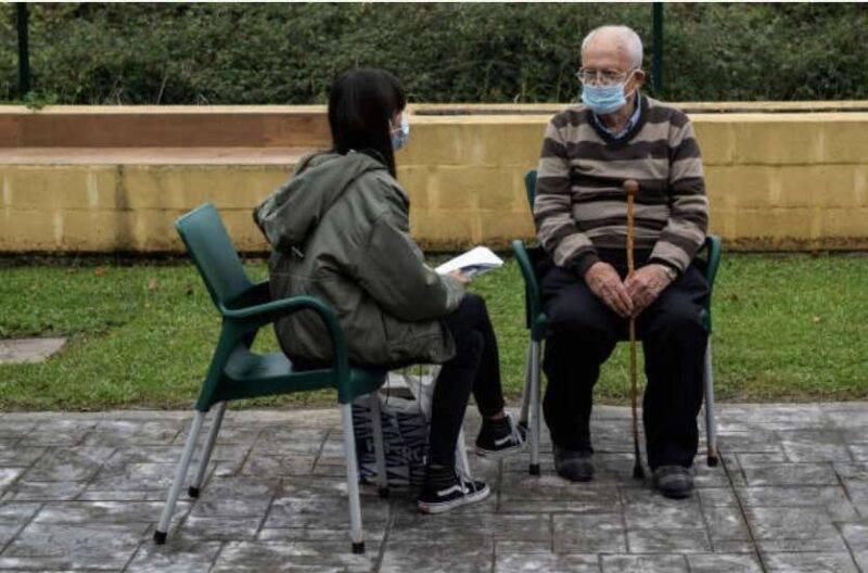 Anziani maltrattati in case di riposo, quattro donne in manette a Bologna (Getty Images)