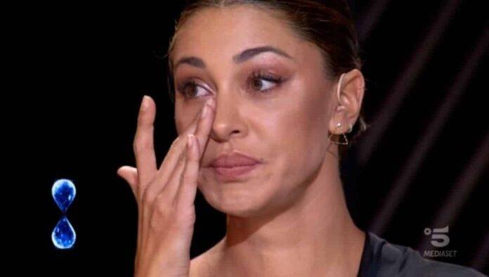 Belen Rodriguez piange per Santiago