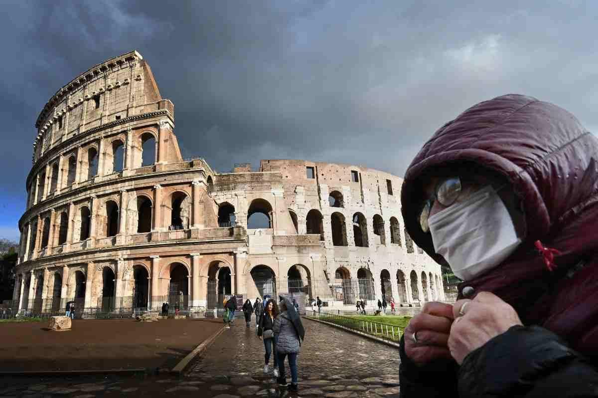 Covid, la curva dei contagi continua a crescere in Italia e nel mondo