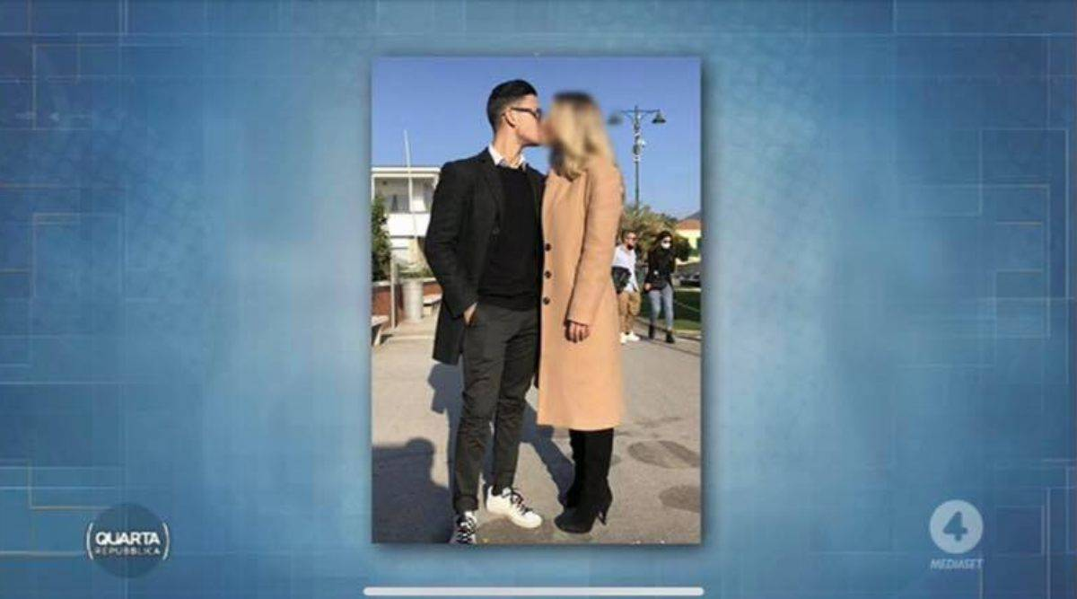 La giovane coppia multata a Forte dei Marmi per un bacio