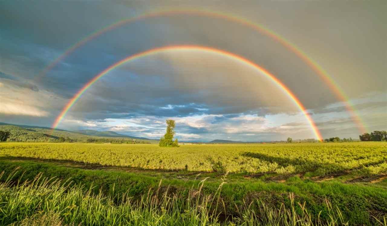 Meteo nuvoloso arcobaleno