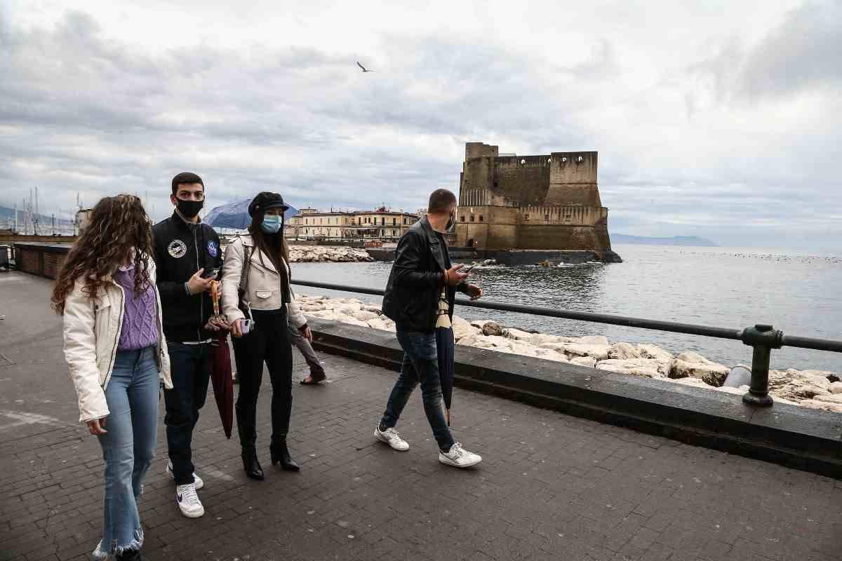 Cresce la paura da Napoli, si invita ad un lockdown personale
