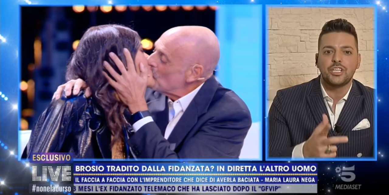 Paolo Brosio bacia la fidanzata a Live