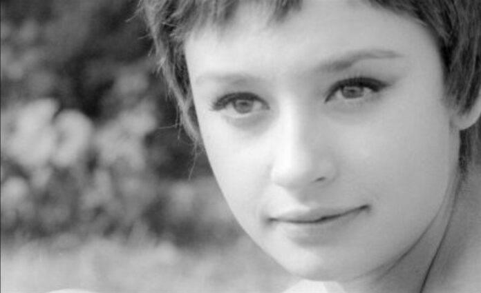 Raffaella Carrà da piccola