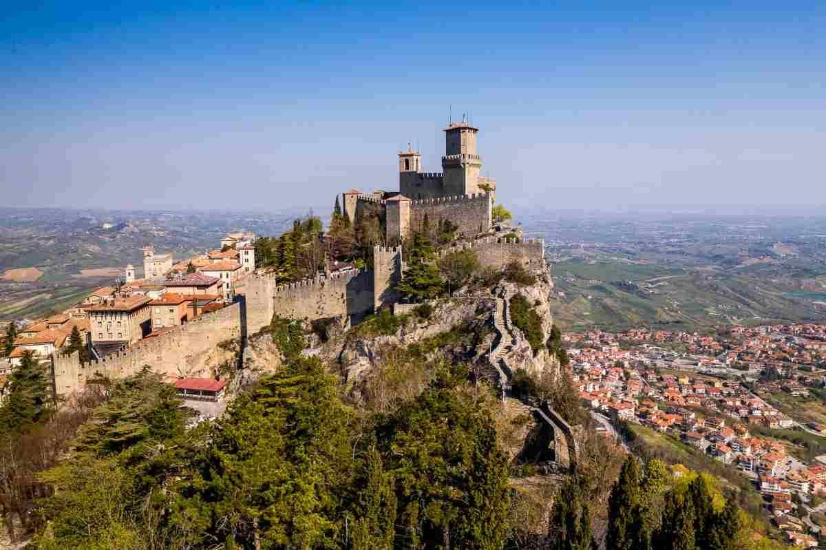 Covid attività chiuse in gran parte d'Italia, ma non a San Marino