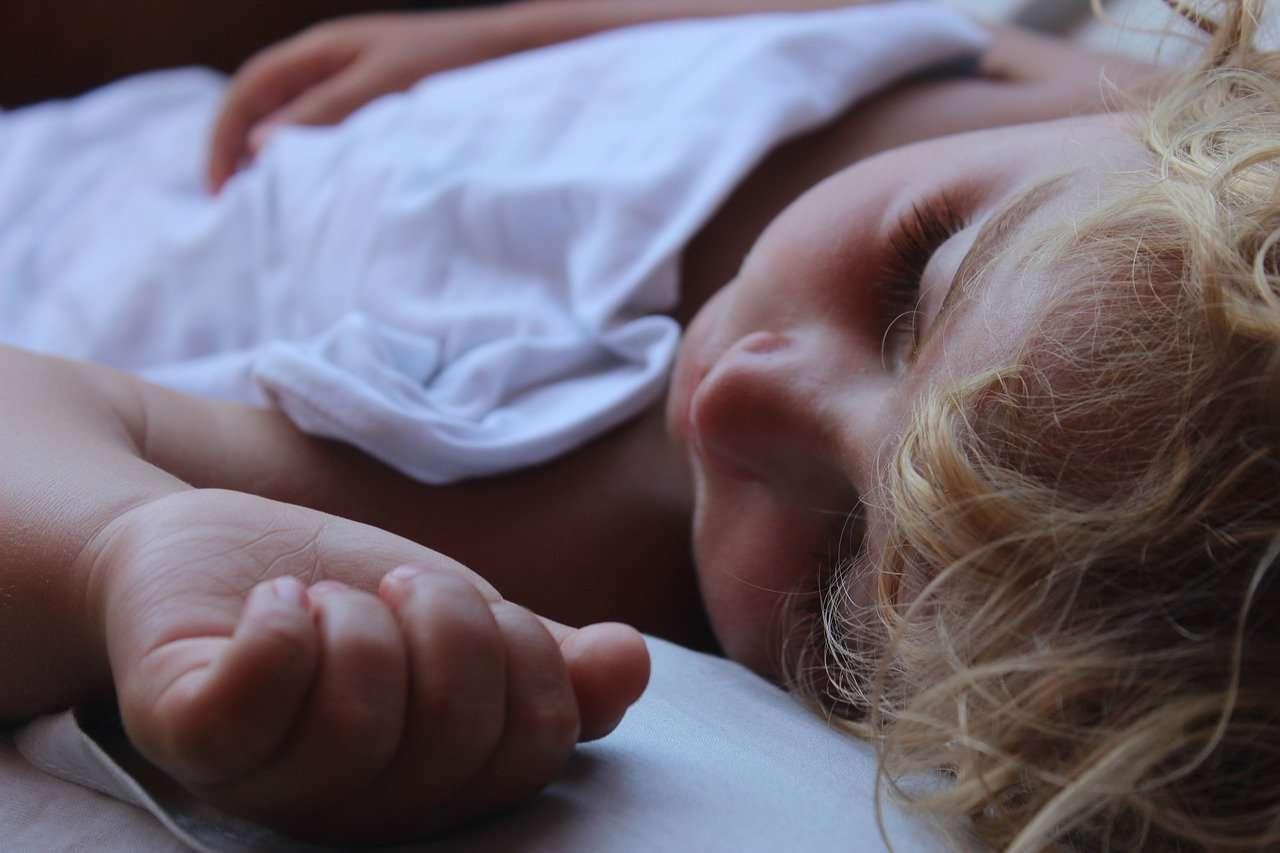 Bambini apnee notturne ostruttive cure