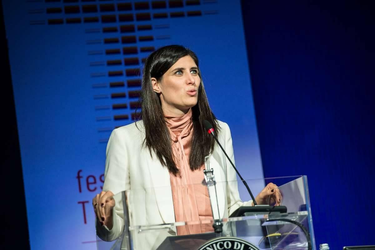 Chiara Appendino difende la maestra vittima di Revenge porn