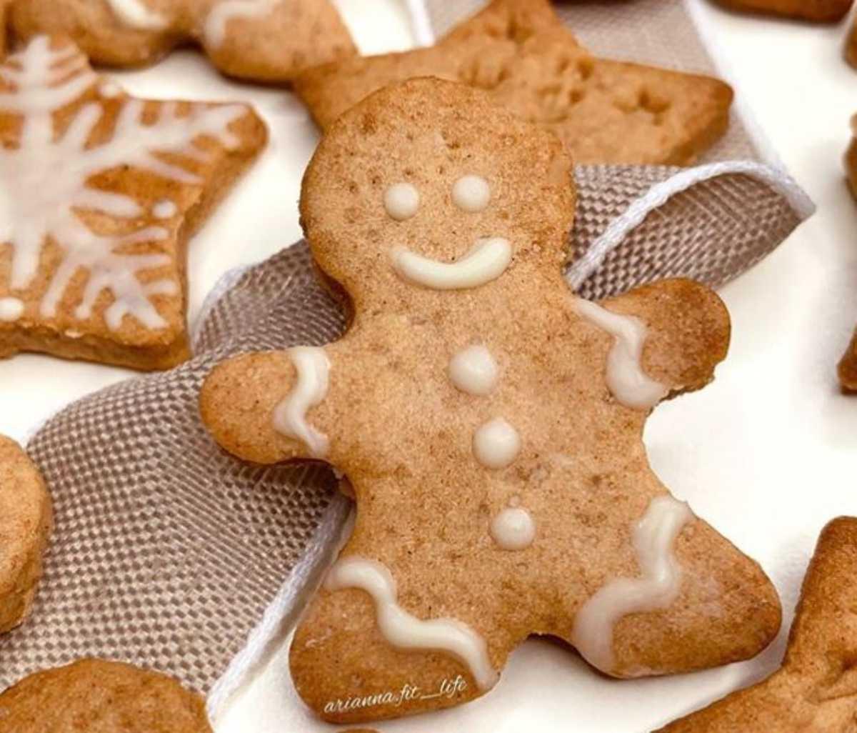 Gingerbread senza zucchero: biscotti natalizi facilissimi