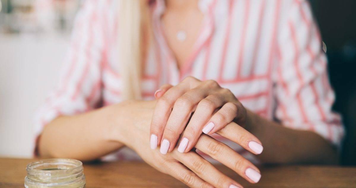 pelle secca mani cause e rimedi