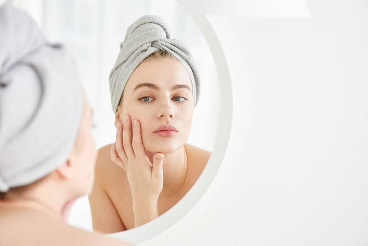 pelle con acne detersione corretta