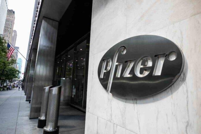 Pfizer, calo di consegne delle dosi di vaccino in Europa (Getty Images)