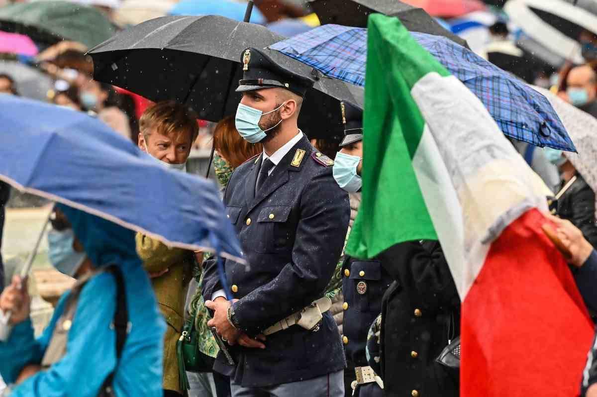 Presentato il calendario 2012 della Polizia di Stato. Una parte dei proventi in beneficenza