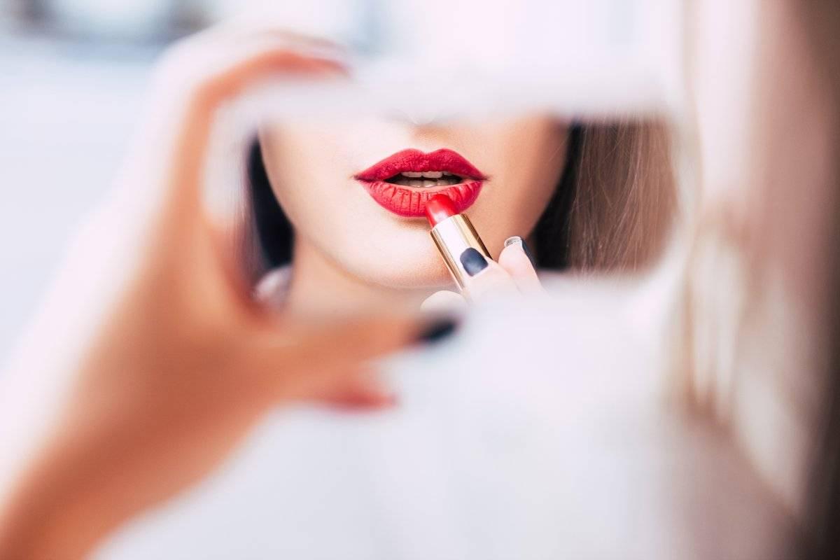 il makeup giusto per i denti gialli