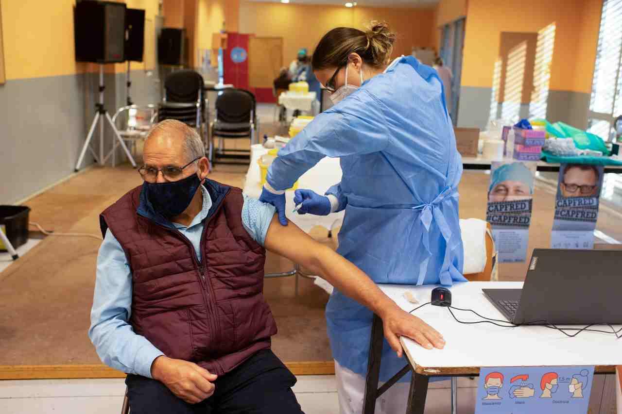 Vaccino Covid, rigore massimo in attesa delle distribuzione