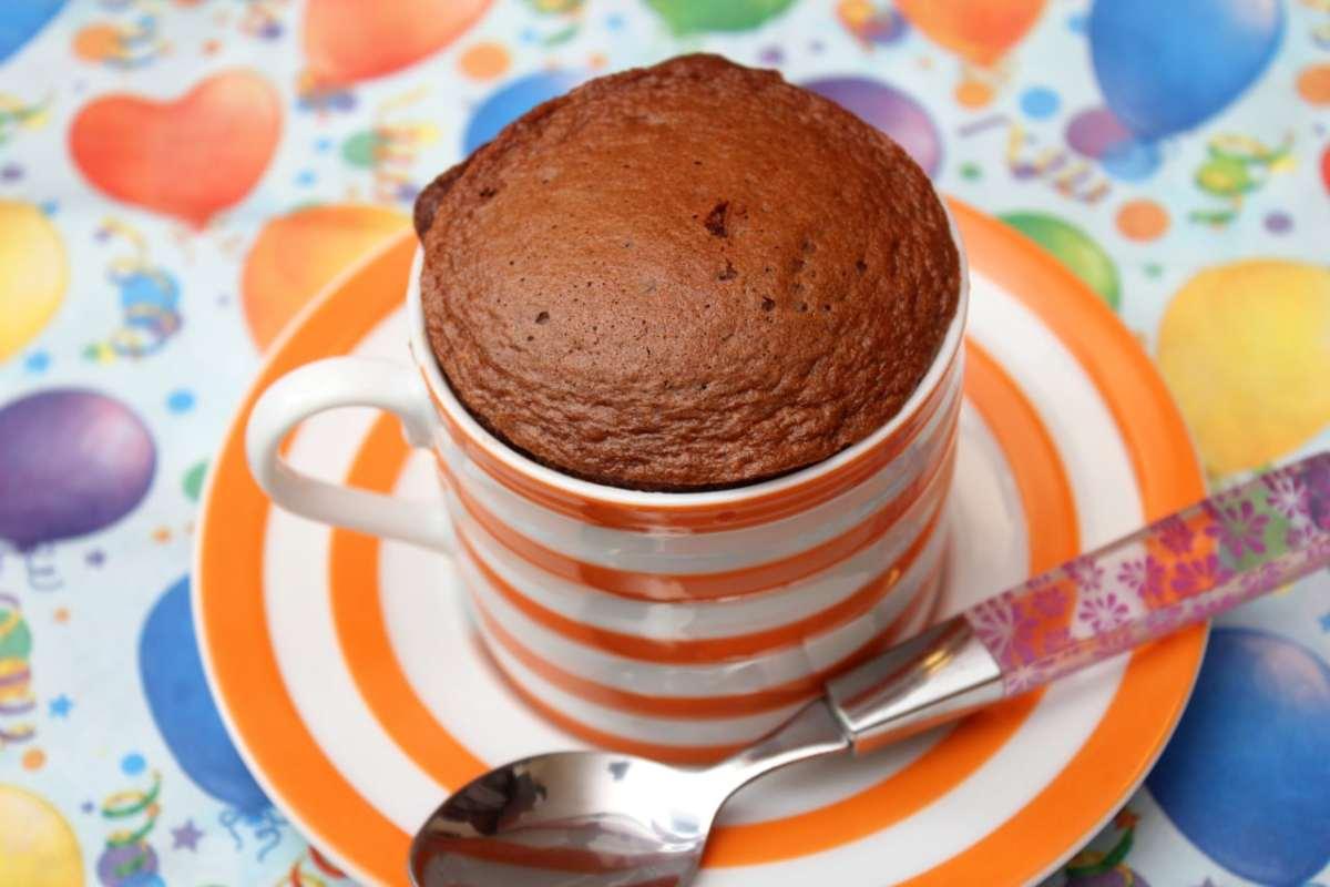 Torta pronta in soli 8 minuti? Prova la buonissima Mug Cake in tazza