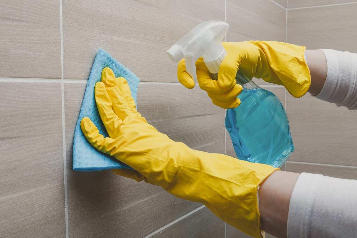 Come pulire le mattonelle del bagno perfettamente, i trucchi!