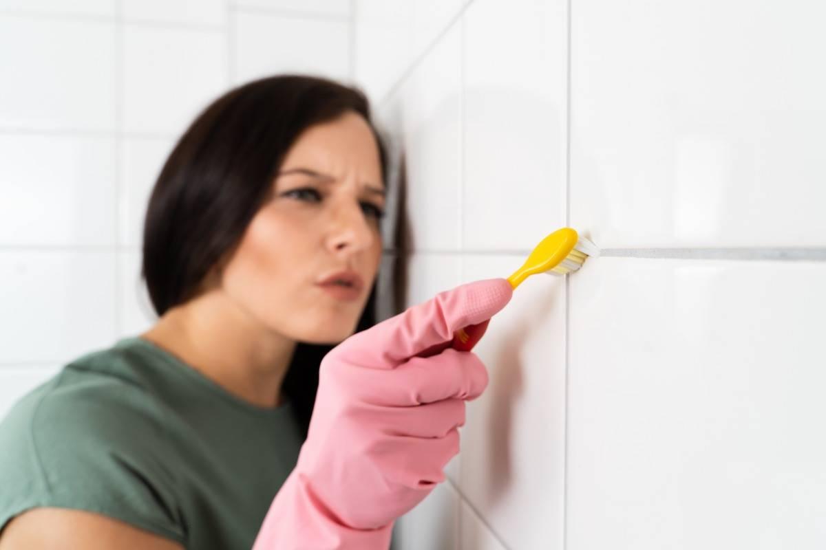 Pulire le mattonelle del bagno perfettamente è facile, ecco i trucchi