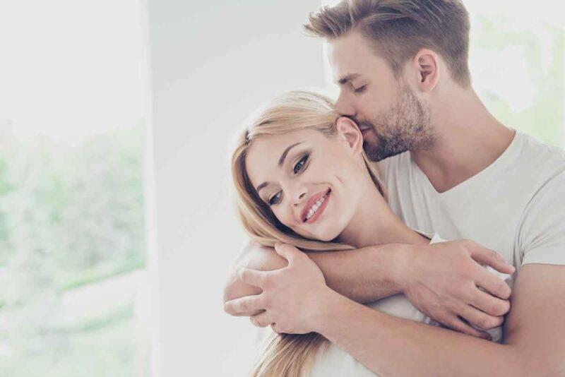coppia abbraccio significato