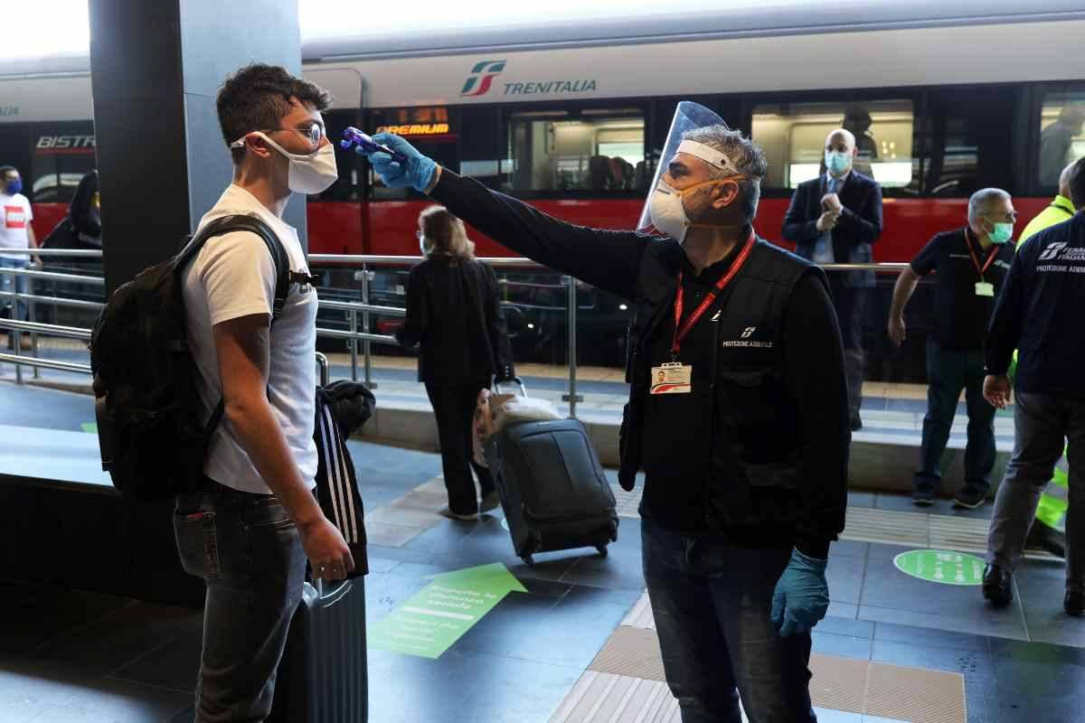 Covid, nuove restrizioni. La Svizzera blocca i treni provenienti dall'Italia