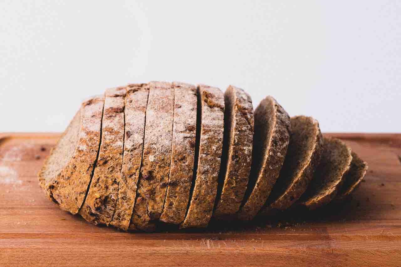 mangiare crosta pane