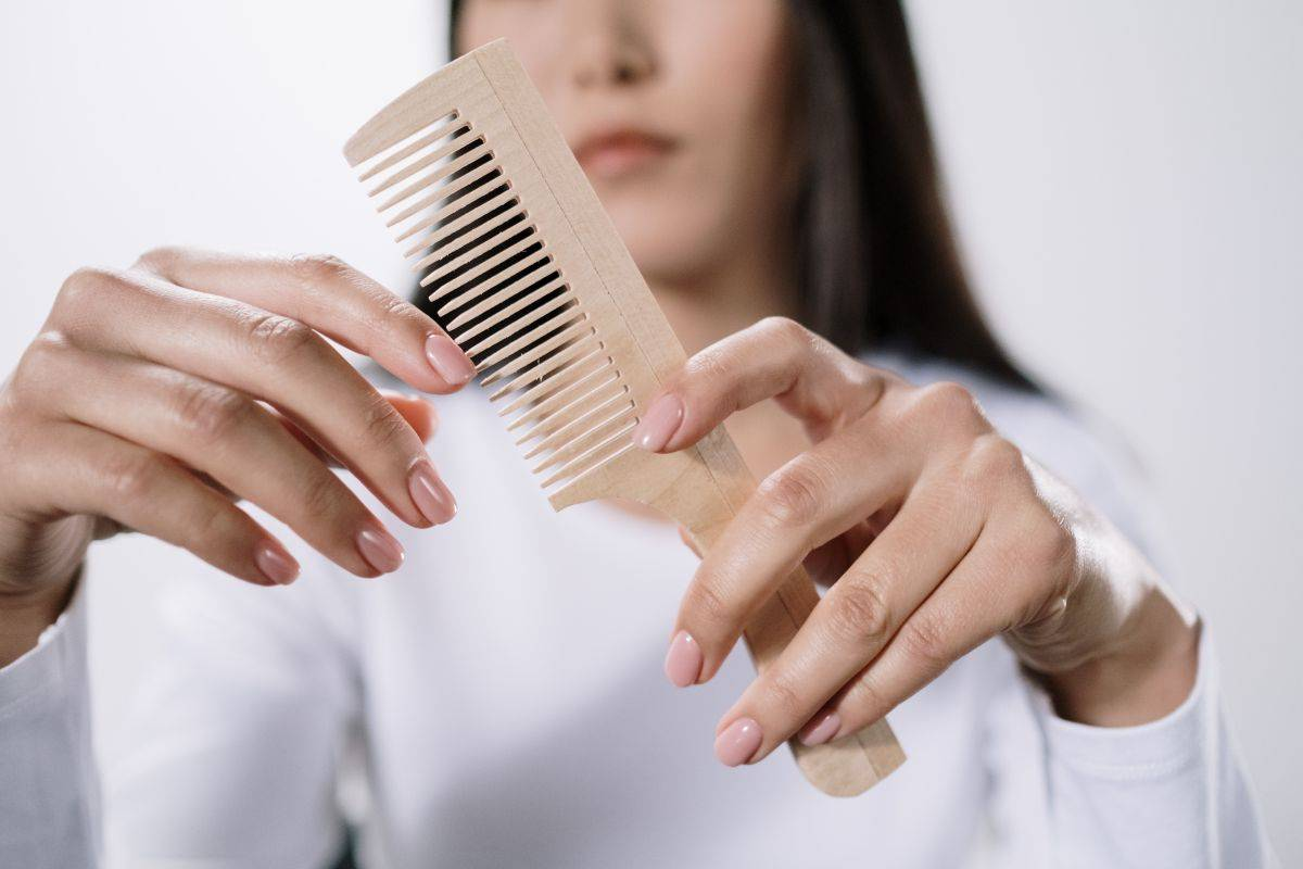 Pettinarsi i capelli bagnati