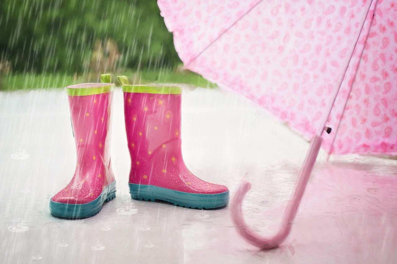 Pioggia stivali e ombrello