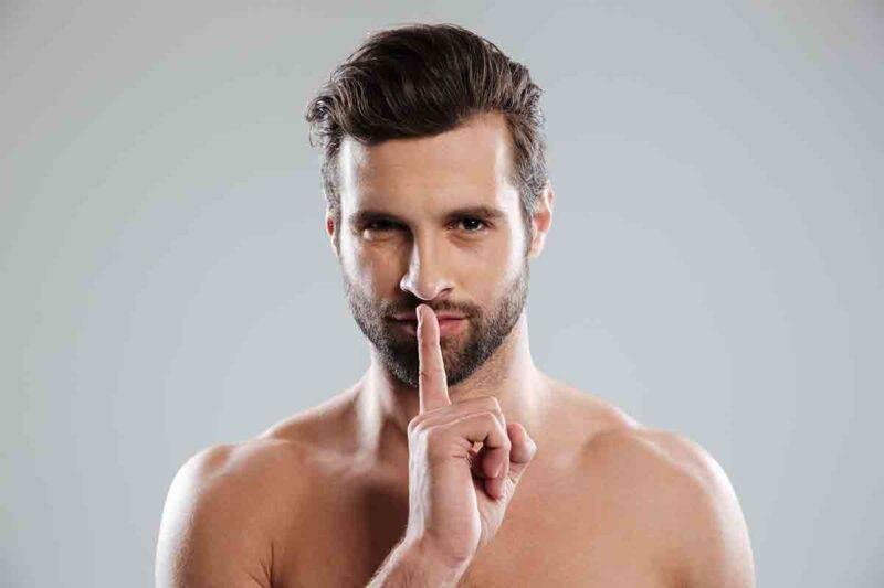 uomo che ha segreti