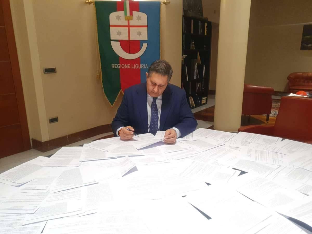 Nuovo Dpcm Natale: migliaia di mail di protesta inviata a Toti