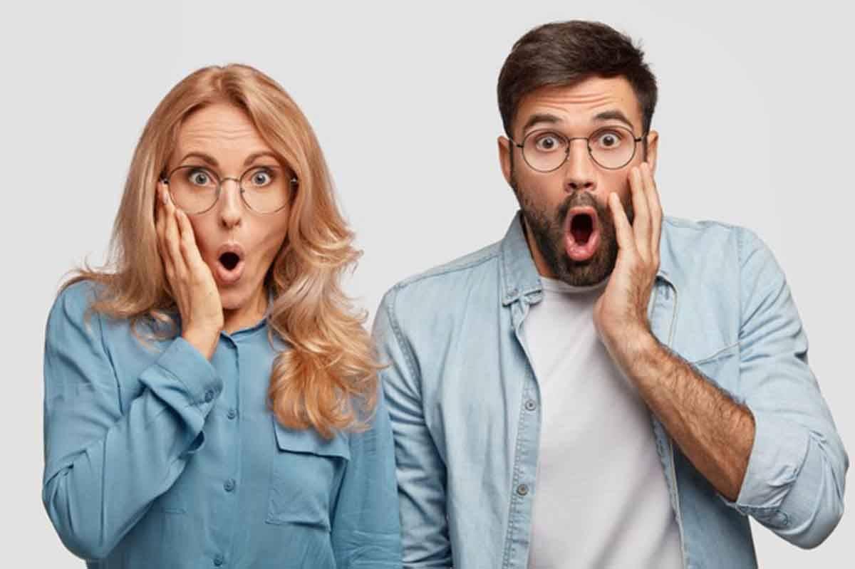 coppia espressione sorpresa