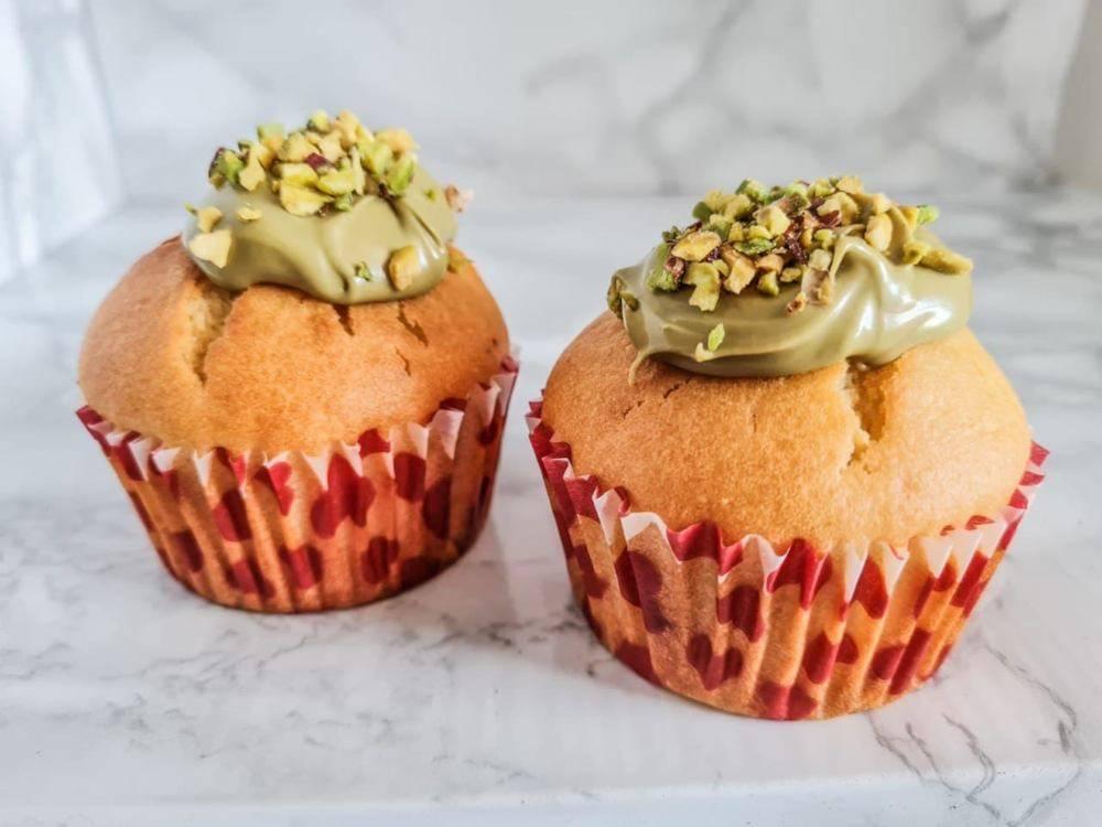 Muffin allo yogurt greco e pistacchio
