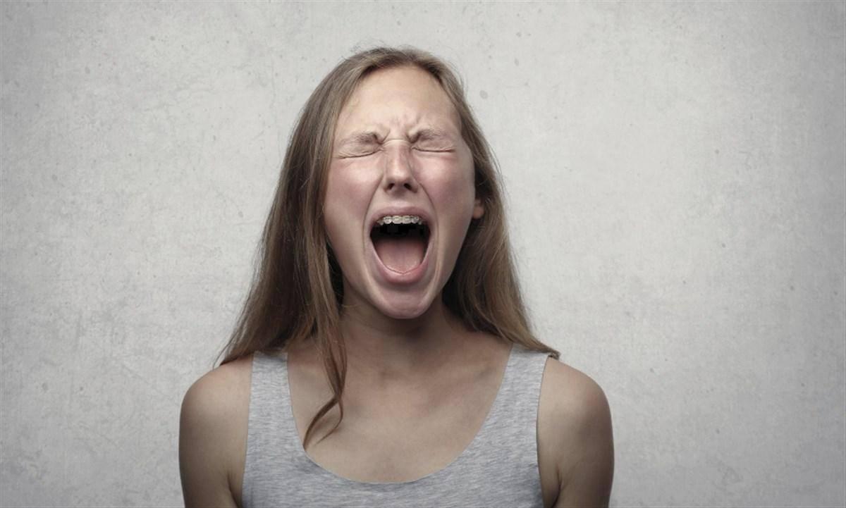 gridare rabbia