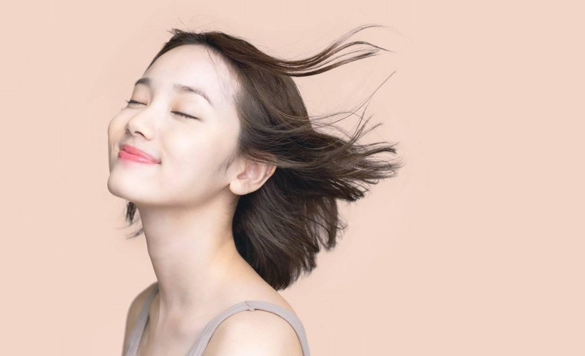 donna asiatica che sorride