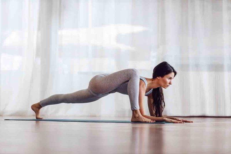 yoga posizione lucertola