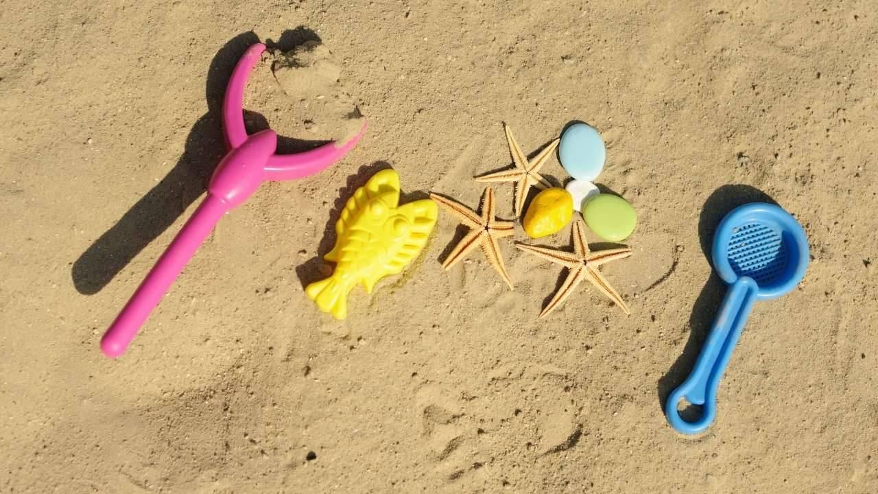 sabbia giocare bambini