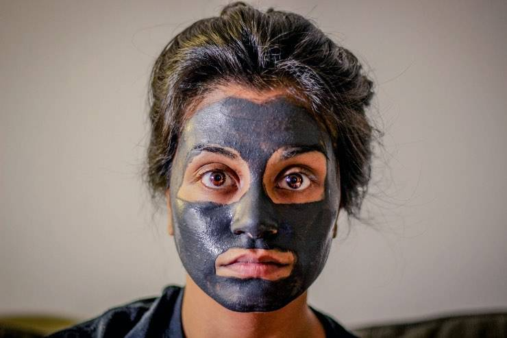 maschera viso scura