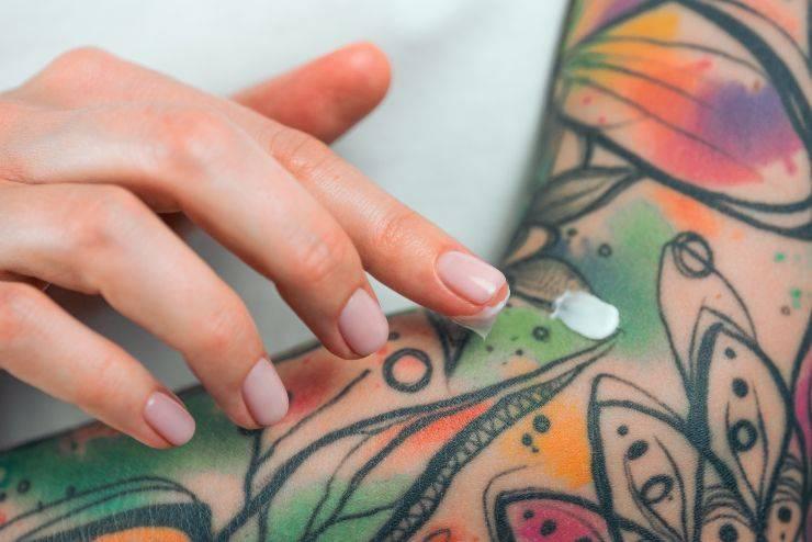 crema su tatuaggio