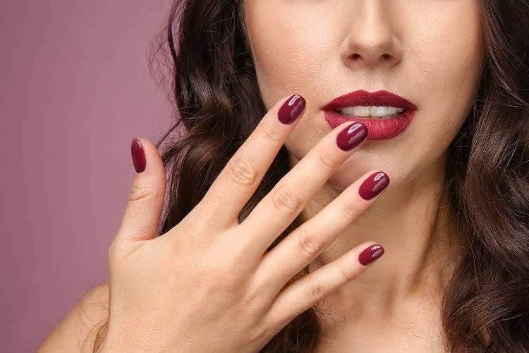 smalto unghie rosso