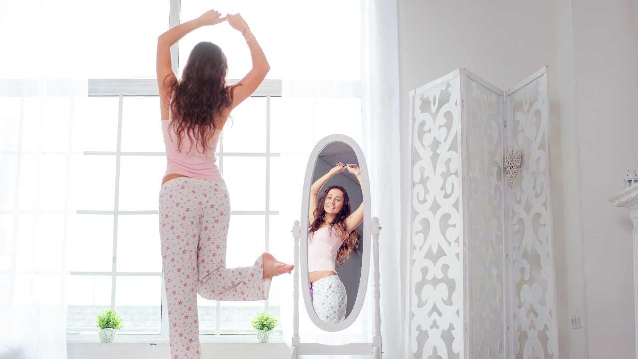 donna felice specchio