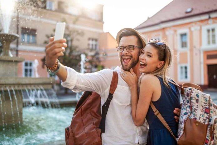 coppia viaggiare