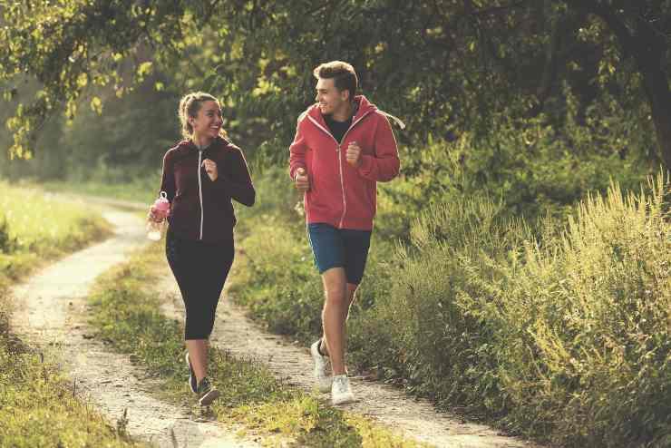 coppia che corre