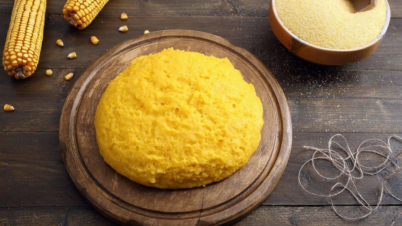 Ti è avanzata la polenta? Ecco come puoi riciclarla con stuzzichini e finger food