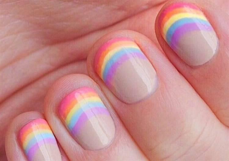 Unghie arcobaleno