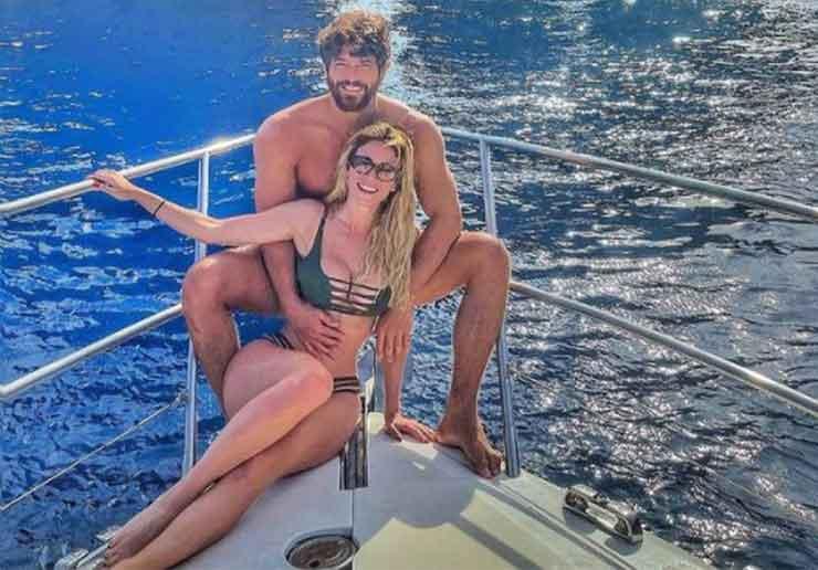 diletta e can yaman in barca